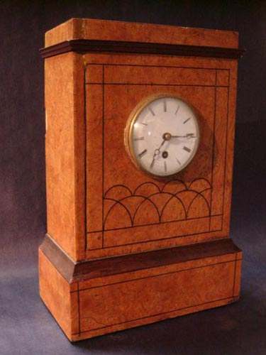Biedermeier burr elm mantle clock 1820
