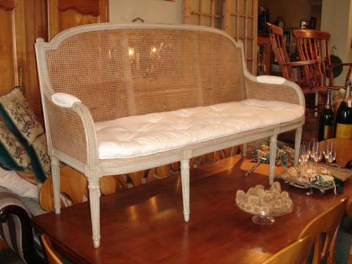 Beautiful French gray painted settee